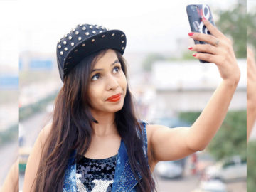 "Dhinchak Pooja's New Song ""Baapu Dede Thoda Cash"" Is Out!"