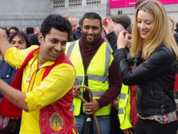 These Gujaratis Are Making India Proud In The UK By Teaching Garba To Foreigners!