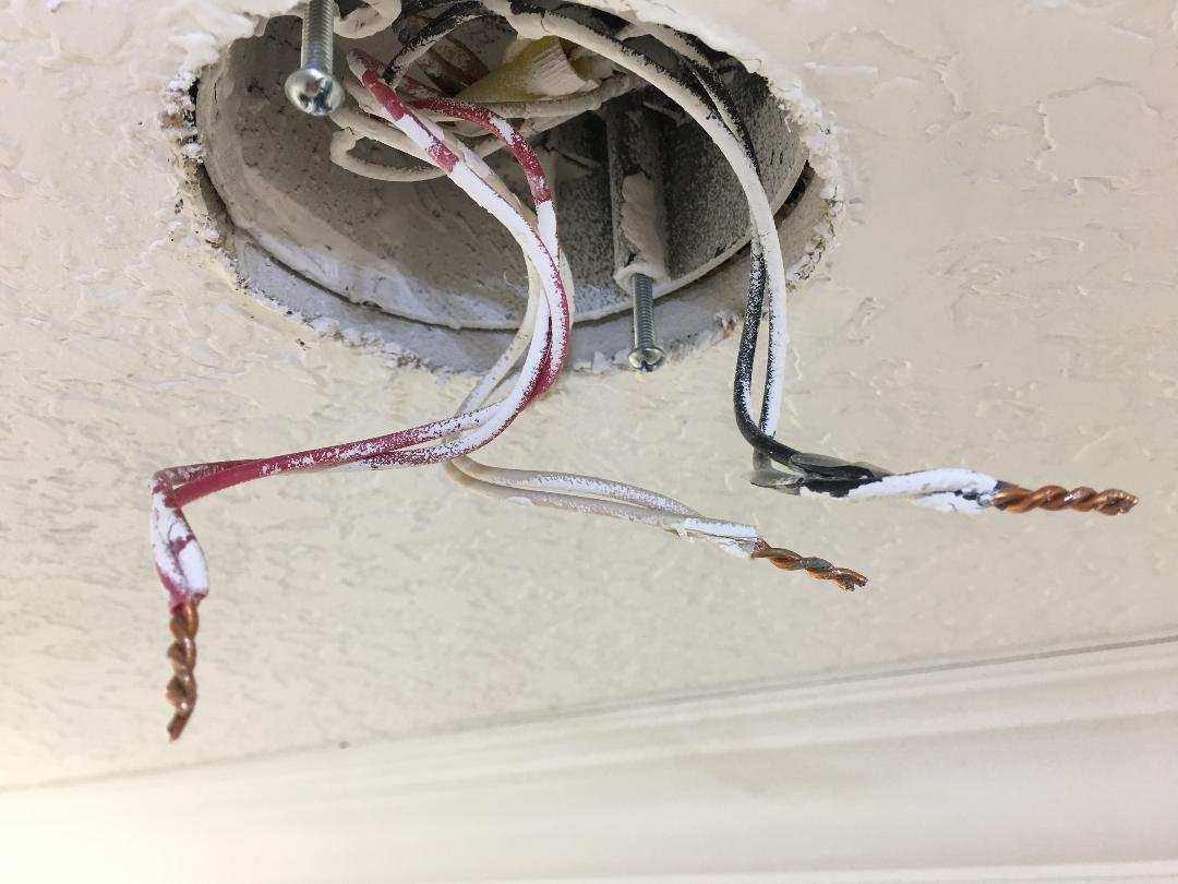 hight resolution of in this case the original installer neglected to twist the wires before adding the smoke detector whip the white wire the neutral became disconnected