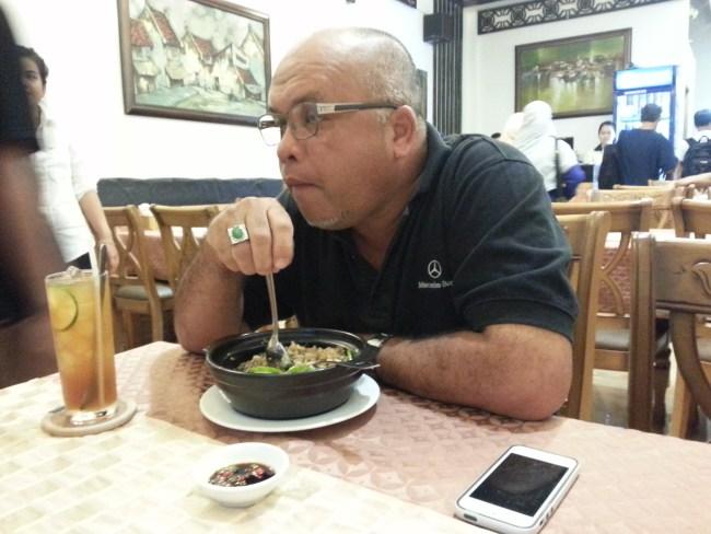 HJ NAZRI EATING RIED RICE