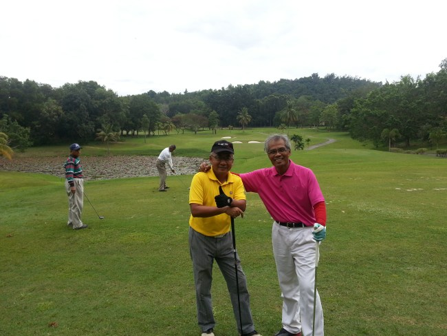 NIK & GHAFAR WITH SIGNATURE PAR 3 HOLE IN BACKGROUND