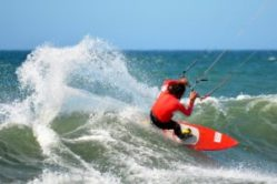 Surfer mit Directional Kiteboard