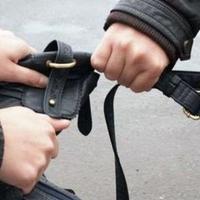 Посред бял ден ограбиха жена в центъра на Варна