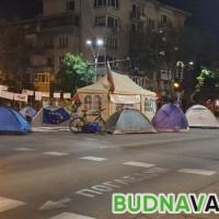 Протестиращите на палатките, обмислят блокиране на изходите на града