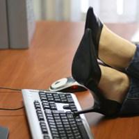 Работен ден в България: 2 часа във Фейса, 2 часа интриги, 1 час кафе и хапване, 3 часа имитация на работа и плюене на шефа