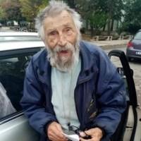 Художникът на Левски спи в каруца (снимки)