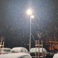 Варна се събуди в снежна приказка (видео)