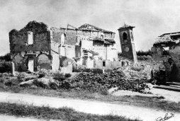Le rovine della Chiesa di San Francesco, colpita dai bombardamenti del 1945 (foto realizzata da Pietro Landi).