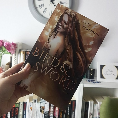 Rezension – Bird and Sword – Amy Harmon