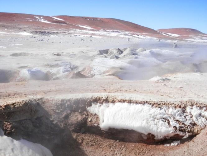 Geysers naturels Sol de Mañana visiter le salar d'uyuni en bolivie