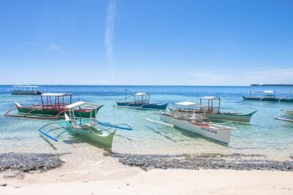 Plage bateau - île de Siargao aux philippines
