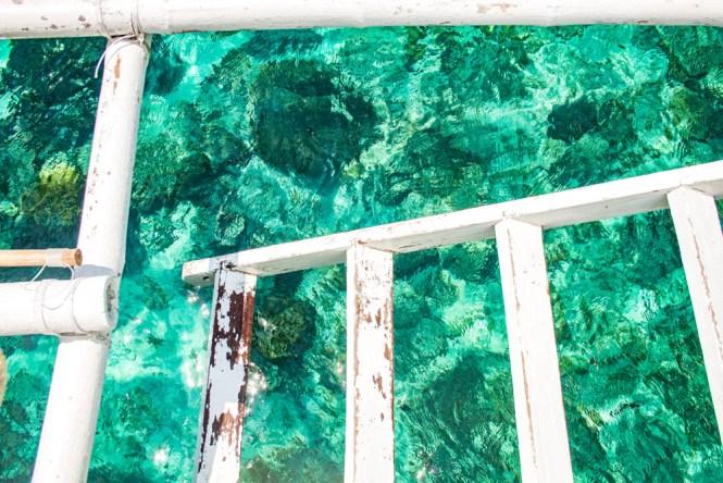 Cebu aux philippines Nalusuan escalier dans eaux