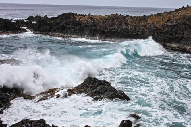 Grotte d'Ana Kai Tangata visiter l'île de pâques chili