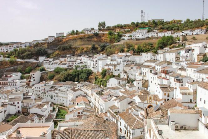 Maison troglodyte vue générale Setenil de las Bodegas andalousie