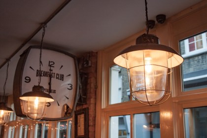 HORLOGE DANS The Breakfast club Un week end a Londres