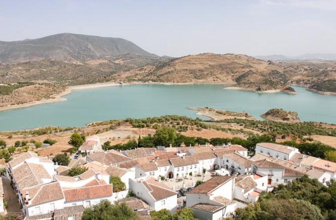 vue sur Zahara de la Sierra andalousie espagne