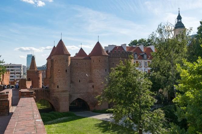Visiter Varsovie vue fortifications Barbakan