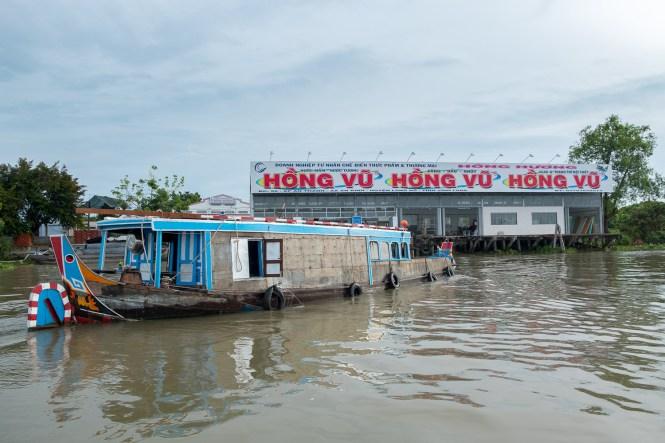 station essence delta du mékong vietnam