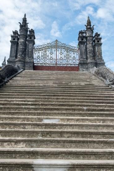 portail TOMBEAU DE L'EMPEREUR KHAI DINH VISITER HUE EN 1 Jour vietnam