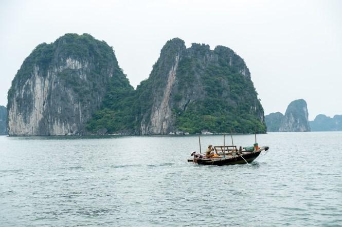 pêcheur et junk bai tu long vietnam