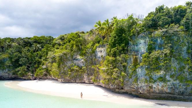 drone-Plage-kiki-beach-plus-belles-plages-de-Nouvelle-Calédonie