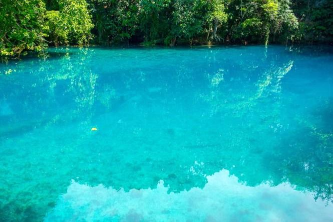 Riri-Blue-Hole-espiritu-santo-Vanuatu
