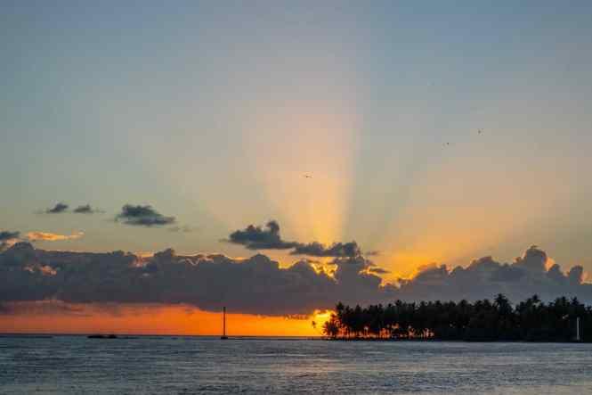 rangiroa-coucher-de-soleil-marina