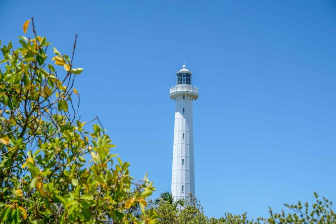 phare-amede-nc-vue-plage