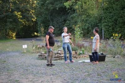 Pflanzplanung und -koordination zwischen Axel, Birgit und Mareike (und Uschi hinter der Kamera)