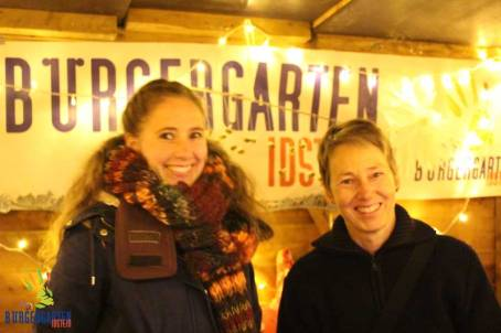 Jana und Birgit übernehmen die erste (sehr kalte) Schicht.