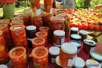 Das Auge ißt mit bei der Vielfalt der angebotenen Chili- und Tomatenvariationen.