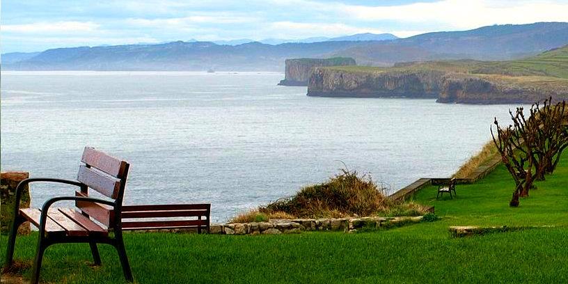 Hotel Bufon de Arenillas te recomienda mirar al mar desde San Pedro, en Llanes