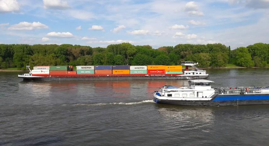 Die Binnenschifffahrt auf dem Rhein ist ein wichtiger Wirtschaftsfaktor für die Region. (Foto: Pixabay)