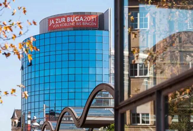 Ja zur BUGA2031, hieß es auf einem Transparent am MedecoCenter in Koblenz. Inzwischen wurde die BUGA aufs Jahr 2029 vorgezogen. (Foto: Piel media)