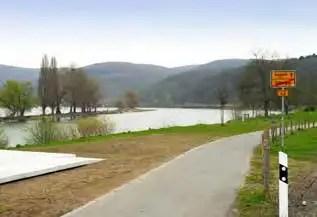 Der abgetrennte Seitenbereich des Rheins nördlich von Osterspai bietet Freizeitmöglichkeiten. (Foto: RMP)