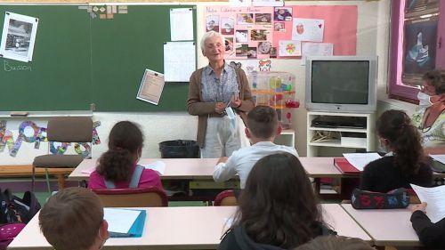 VIDEO. Isère : survivante de la rafle du Vél' d'Hiv, Agnès Buisson témoigne dans une école de Méaudre