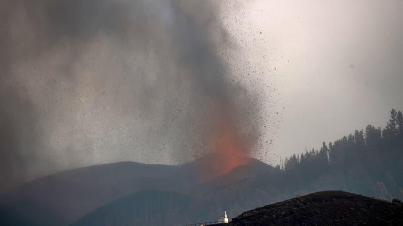 TOUT COMPRENDRE – Gaz toxiques, mégatsunami: quels dangers après l'éruption du Cumbre Vieja aux Canaries?