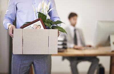 Незаконное увольнение с работы: основание, что делать сотруднику, ответственность работодателя