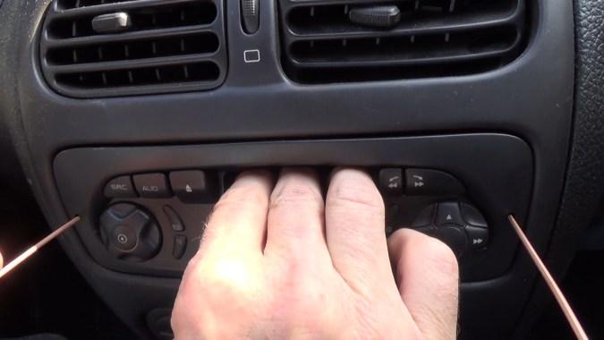 Déposer l'autoradio