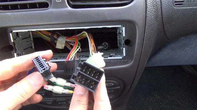 Acheter un adaptateur ISO adapté à votre véhicule
