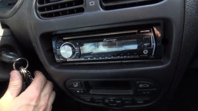 Tester le bon fonctionnement de l'autoradio