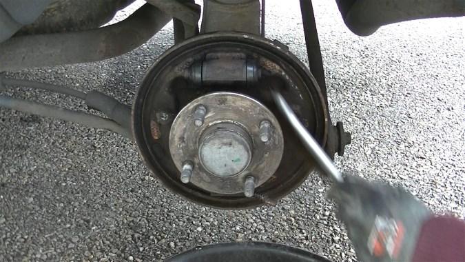 Nettoyer le plateau de frein