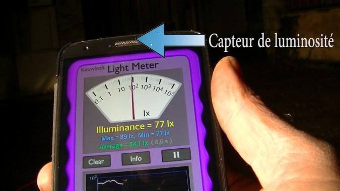 Cette application mesure l'intensité lumineuse en utilisant le capteur de luminosité du téléphone
