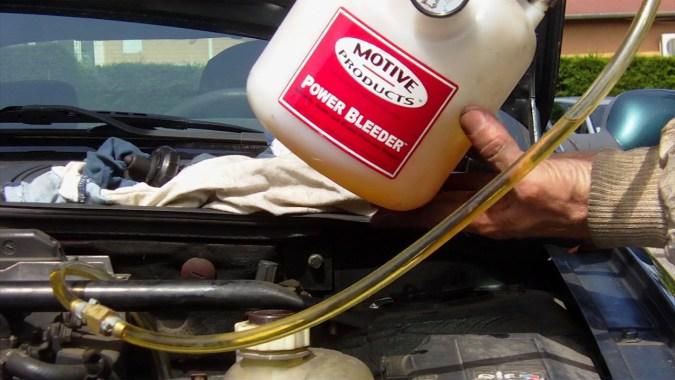 Vérifier qu'il reste suffisamment de liquide dans la cuve avant de passer à la roue suivante