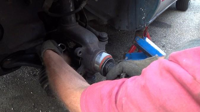 Mise en place de l'extracteur de roulement