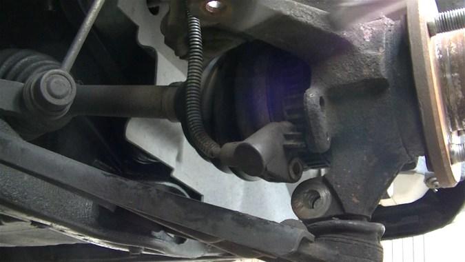 Déposer le capteur ABS