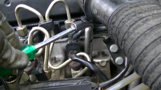 Utiliser une clé à tube pour déposer cette bougie de préchauffage