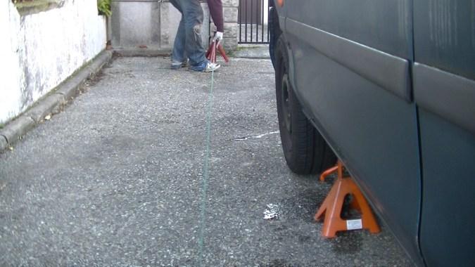 Positionner les chandelles de manière à ce que la ficelle soit parallèle aux roues