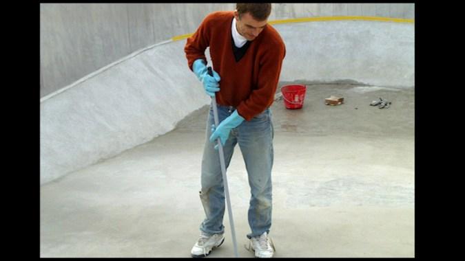 Le fond a également été surfacé avec un ragréage extérieur, ce qui assure un glacis parfait avant la pose du liner