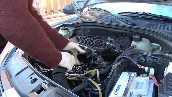 Si le moteur ne démarre pas, essayez de démarrer le véhicule avec du nettoyant frein